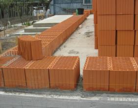 Крупноформатный поризованный керамический блок