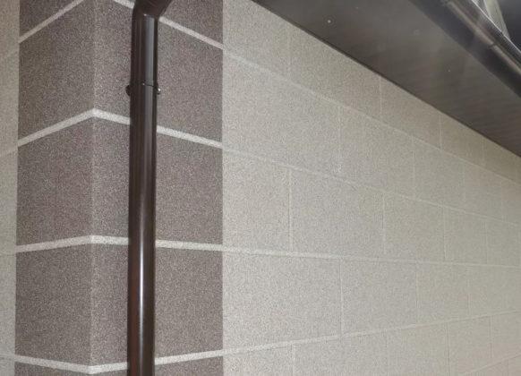 Декоративная отделка фасадов зданий икусственным камнем из мраморной и кварцевой крошки